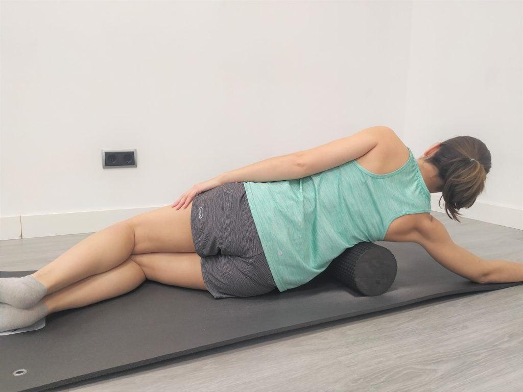 Ejercicios de auto masaje con foam roller: dorsal ancho